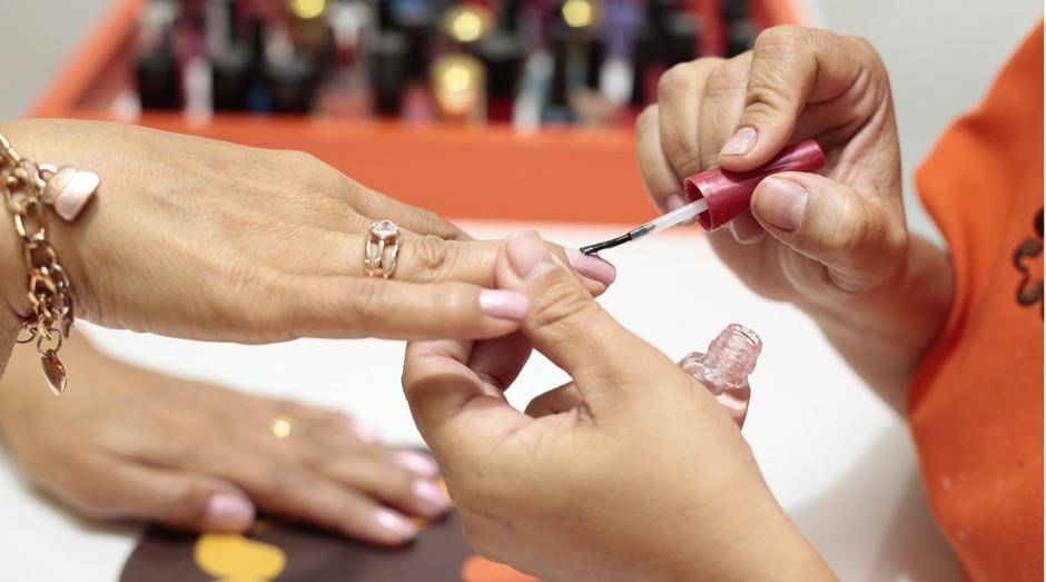 Manicure: ao todo, 289 atividades (CNAE) consideradas de baixo risco foram beneficiadas (Foto: Thiago Freitas)