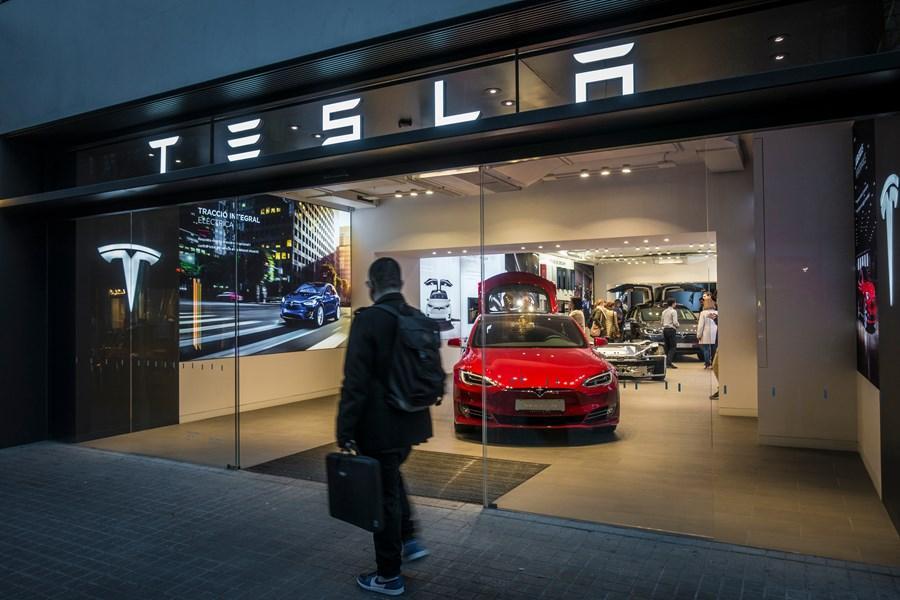"""A Tesla depois de disparar na Bolsa: """"oportunidade da década"""" ou bolha? - InfoMoney"""