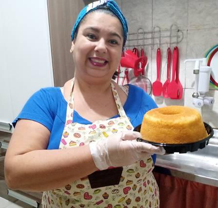 Monique aprimorou suas técnicas de culinária com o curso on-line